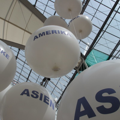 Riesenlatexballons-Kontinente-Flughafen Muenchen