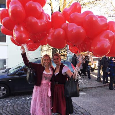 rote-ballonherzen-hochhinaus